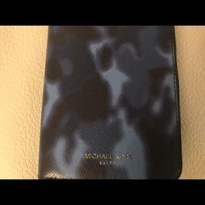 MICHAEL KORS Clutch Zip Around Tech Wallet